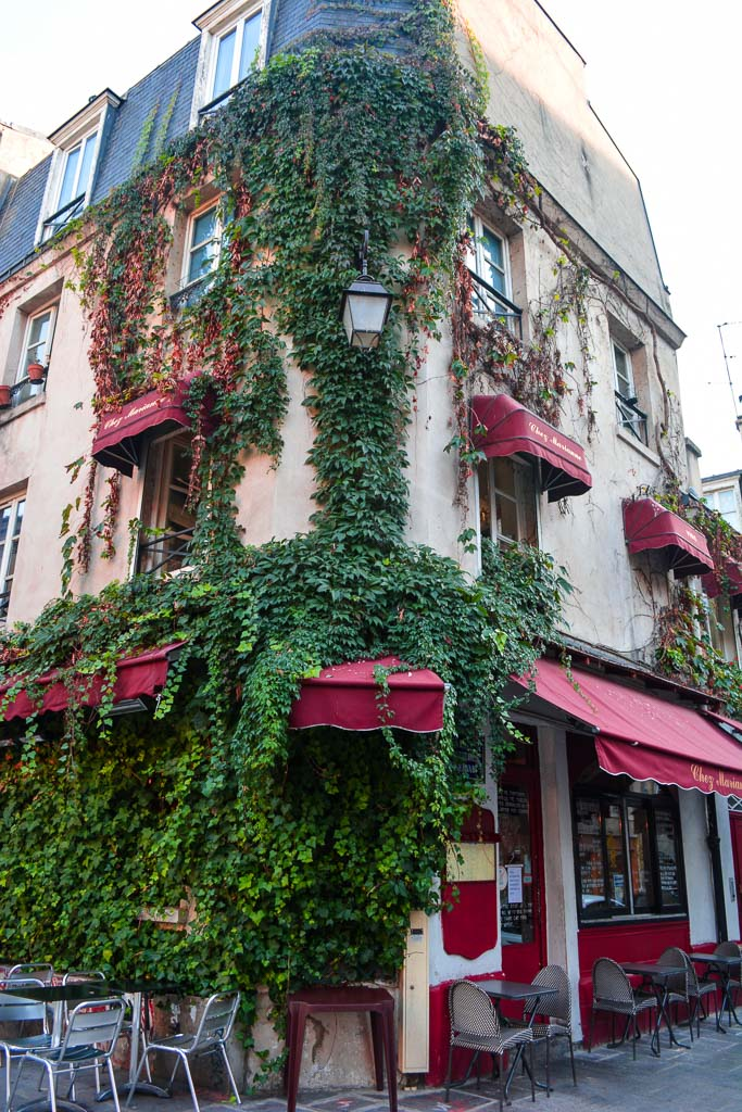Comprehensive Guide to Paris:  Foliage covered building in the Marais