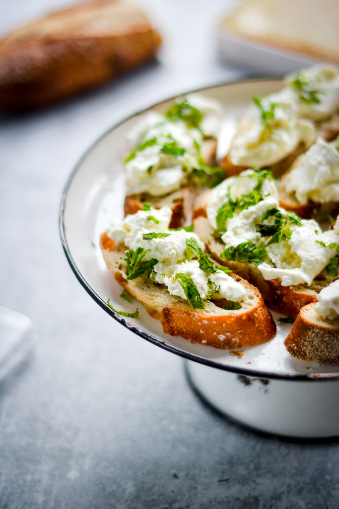 Toast with burrata and mint