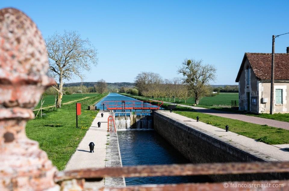 Le canal du Nivernais au printemps