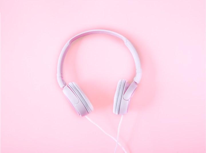 headphones-2592263.jpg