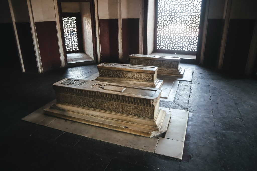 Tomb's of Mughal Families - Wanderlustgary