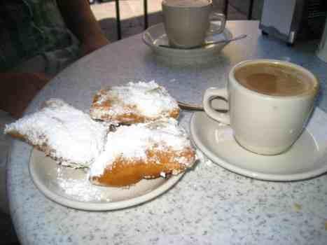 Beignets and café au lait at the famous Cafe Du Monde. New Orleans.