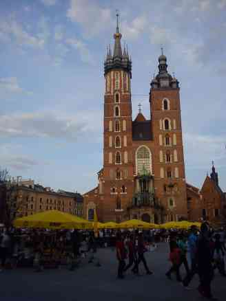 St. Mary's Church in main square of Krakow, scams in krakow