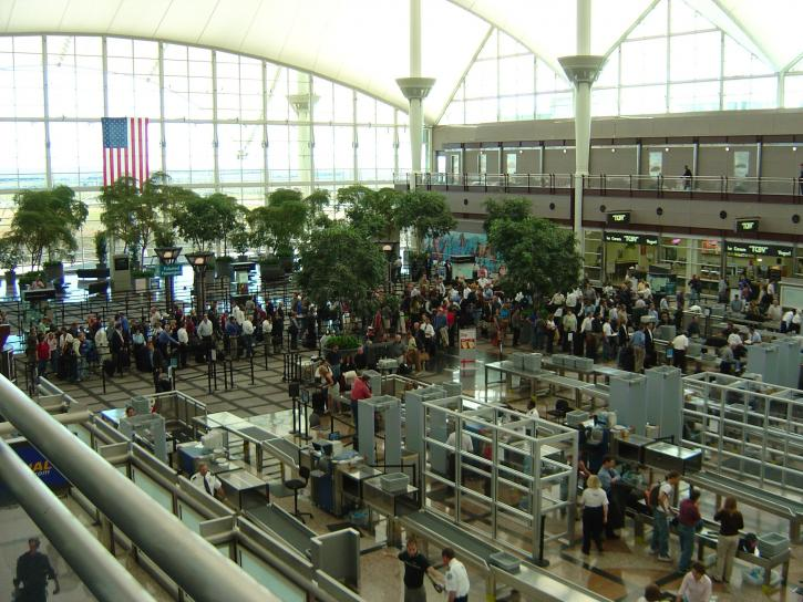 airport-security-lines-725x544.jpg