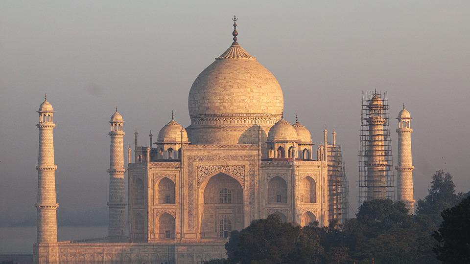 Taj Mahal Sunrise.jpg