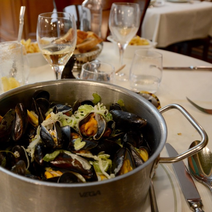 Paris France montmatre restaurant la mascotte moules