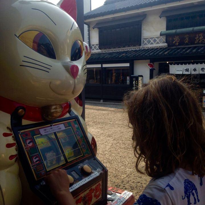 Kurashiki bikan quarter catslot machine