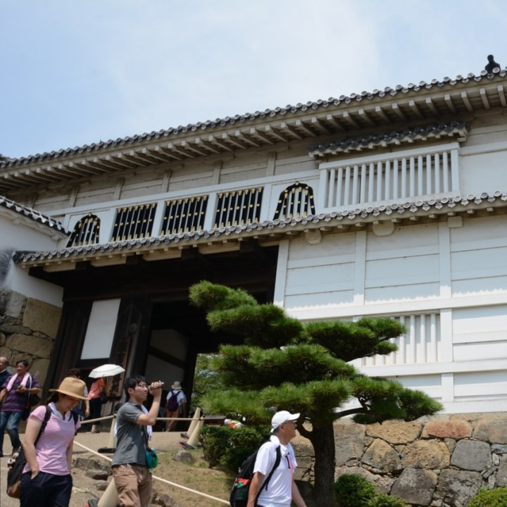 himeji castle architecture main keep entrance gate