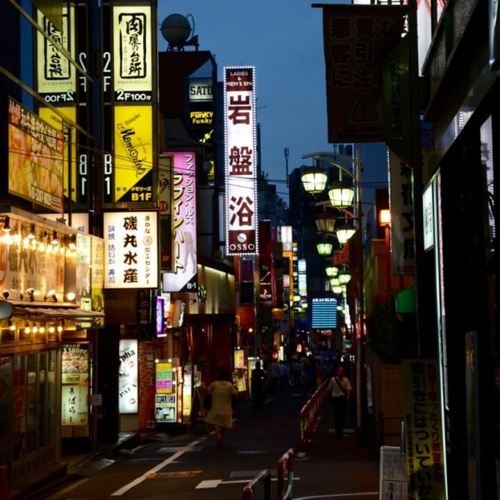 Shinjuku tokyo kabukicho alley