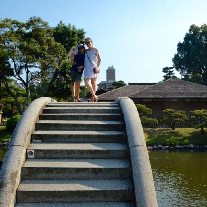 Hiroshima Shukkeien japanese garden lake bridge