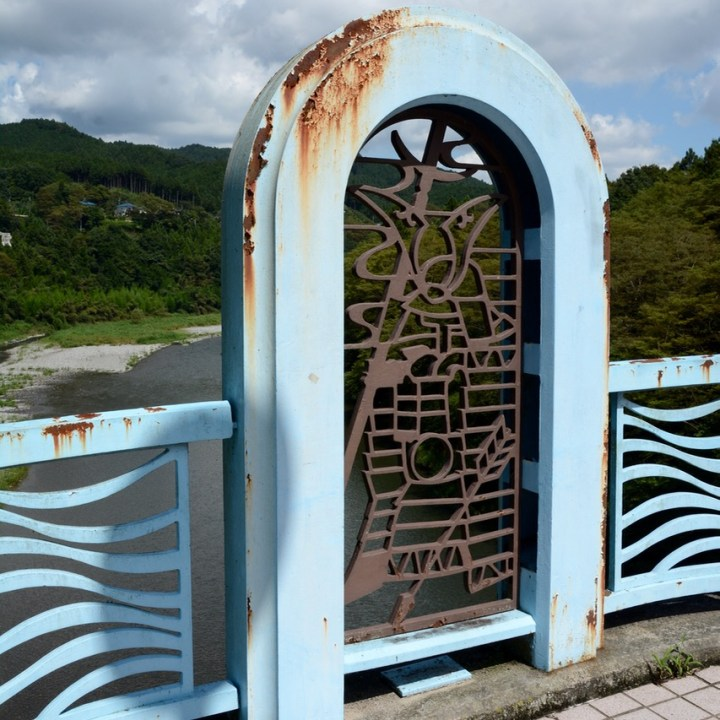 tama river cycling bridge art work