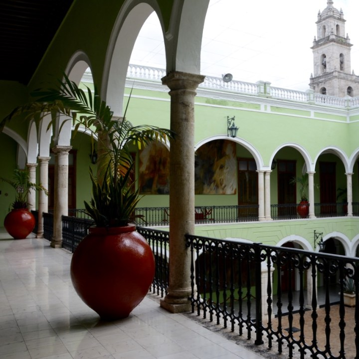Travel with children kids mexico merida palacio de gobierno balcony