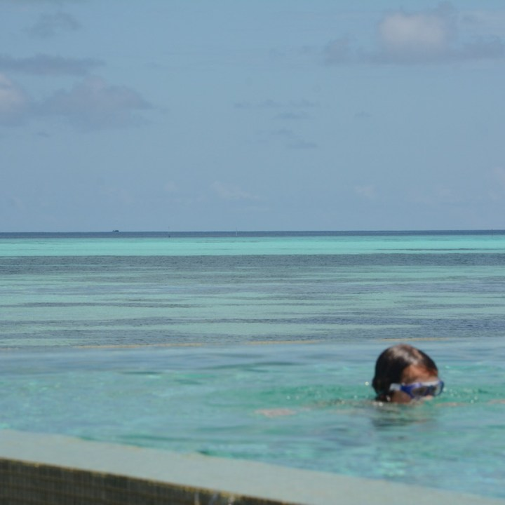 travel with children kids maldives lux south ari atoll infinity pool
