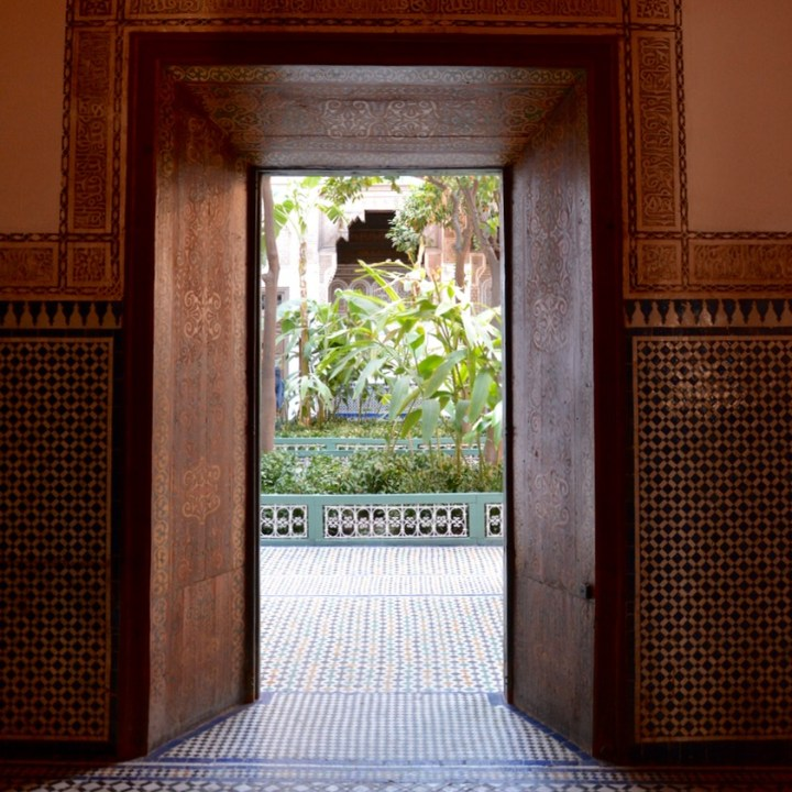 travel with children kids morocco marrakech bahia palace doorway