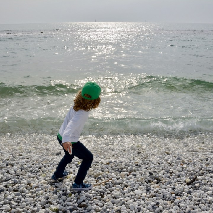 travel with kids children pisa italy marina di pisa beach skipping stone