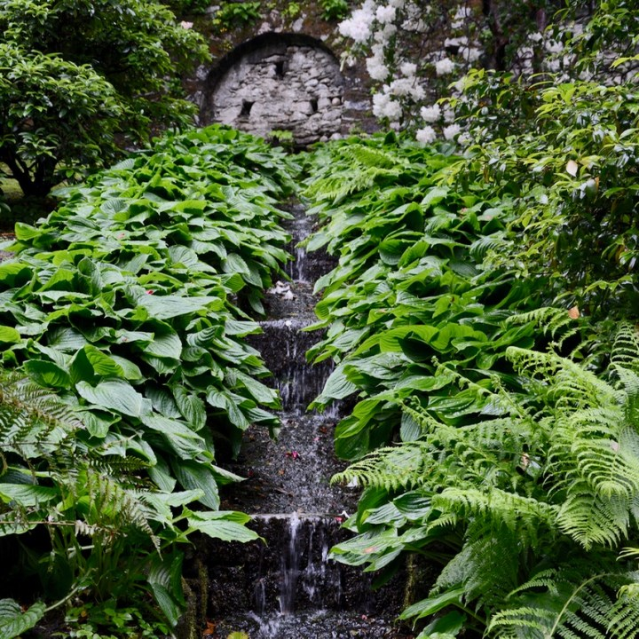 travel with kids children villa taranto botanical garden pallanza lago maggiore fountain