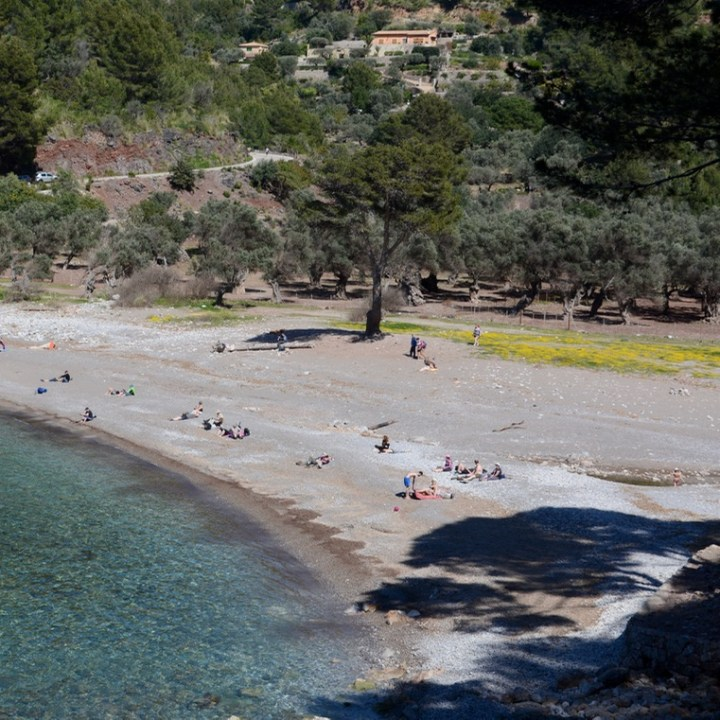 travel with kids children soller mallorca spain hiking cala tuent beach