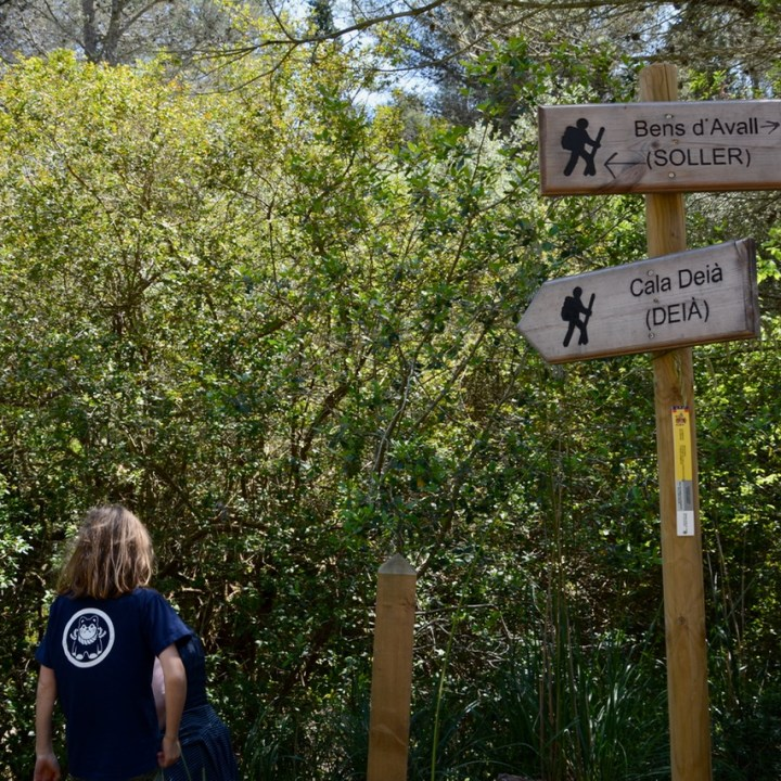 travel with kids children soller mallorca spain coastal hike ben's d'avall to cala deia signs
