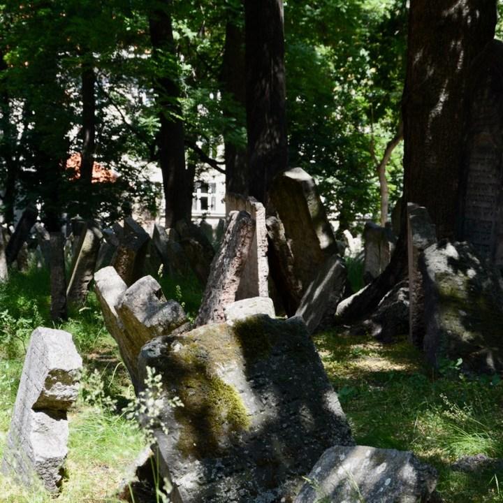 travel with kids prague jewish cemetery grave