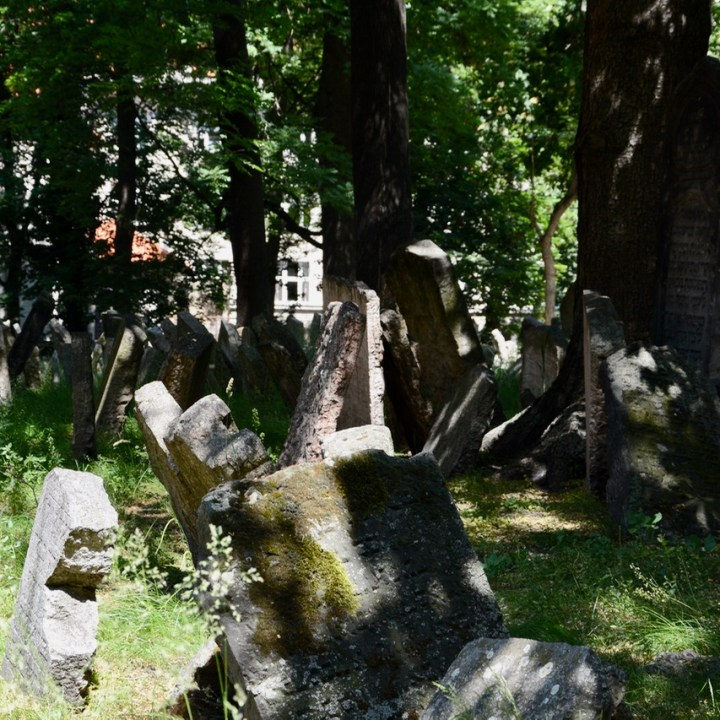 travel with kids prague jewish cemetery grave
