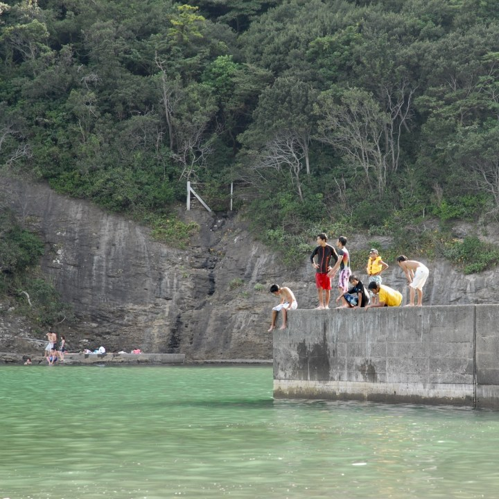 shimoda with kids izu peninsular nabetahama wall