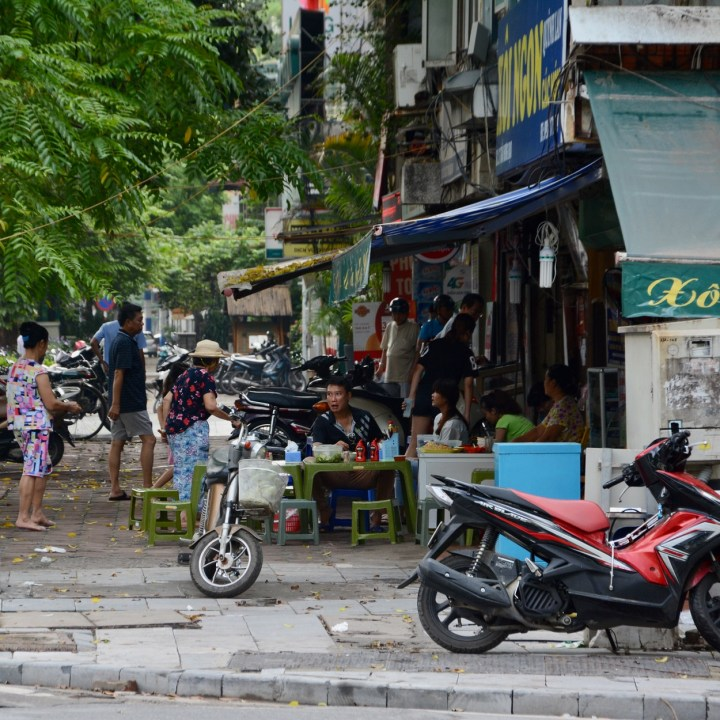 travel with kids vietnam hanoi street food