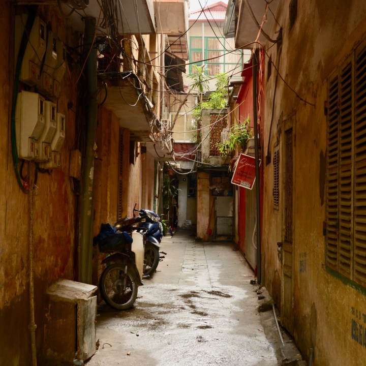 travel with kids vietnam hanoi alleyways