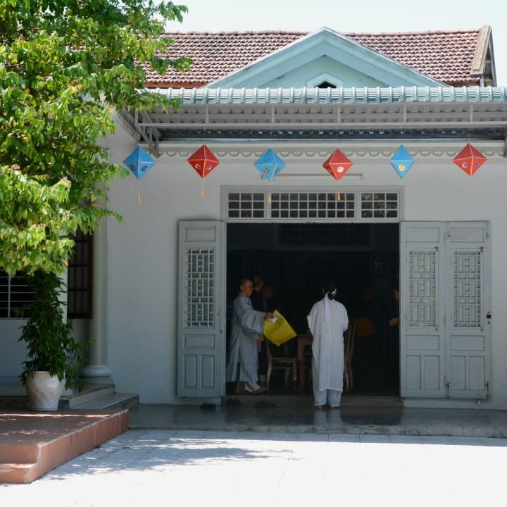 vietnam with kids hue duc son pagoda