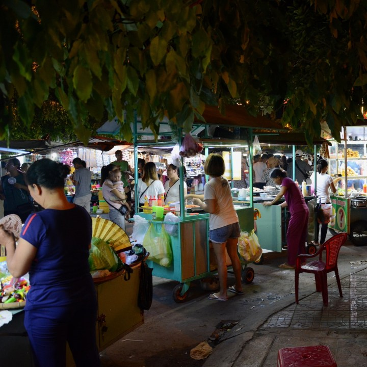 hoi an by night with kids food stalls