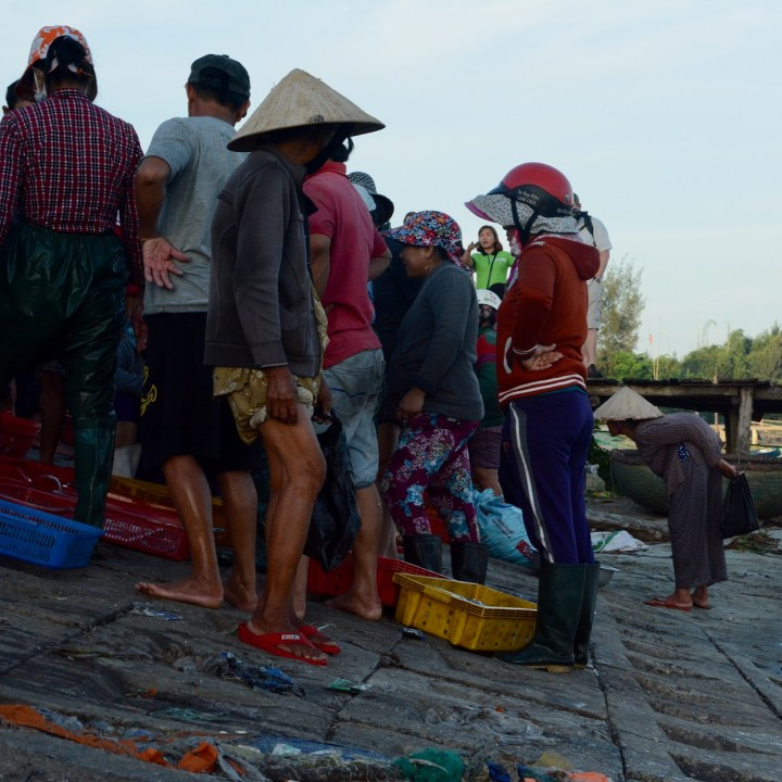photo tour vietnam hoi an barter