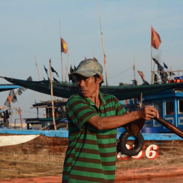 photo tour vietnam hoi an rower