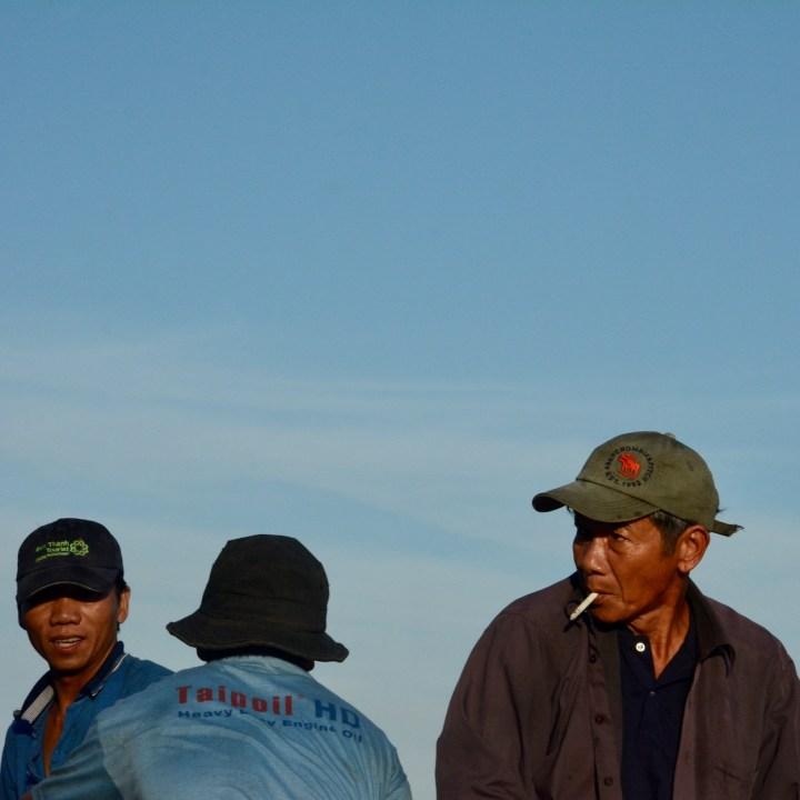 photo tour vietnam hoi an cigartette