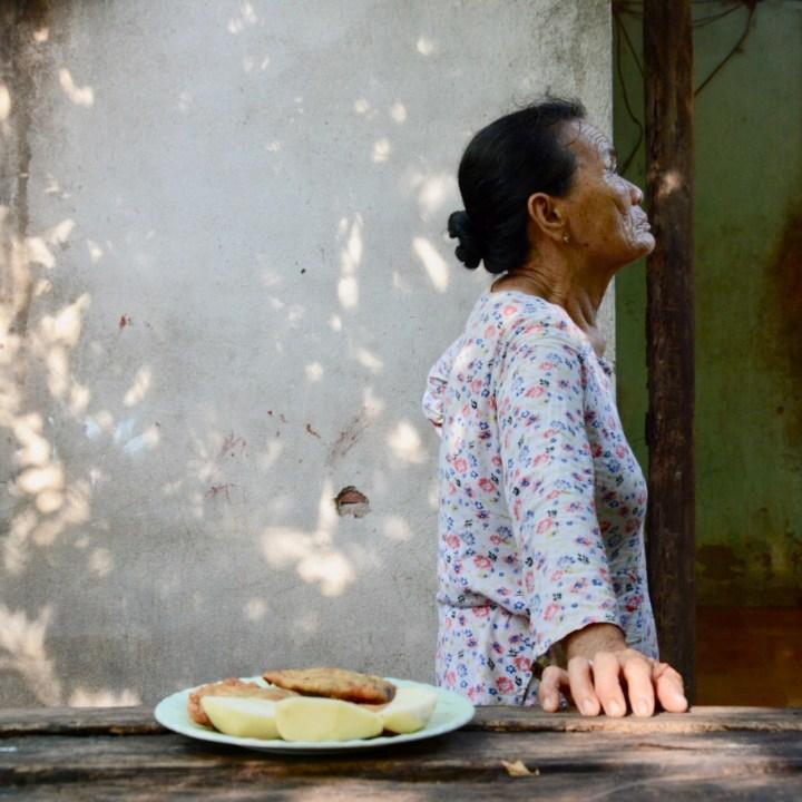 photo tour hoi an fishing village grandma
