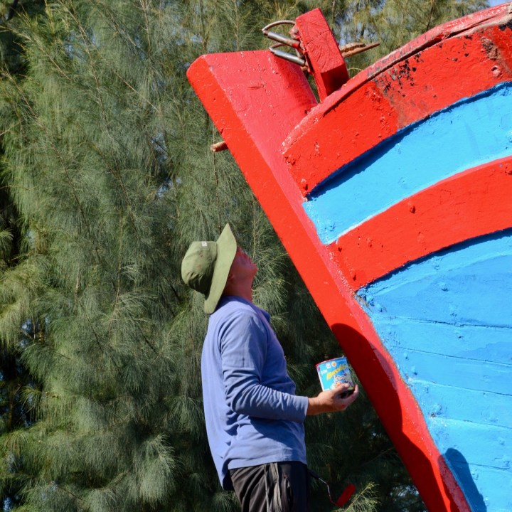 photo tour hoi an fishing village coat of paint