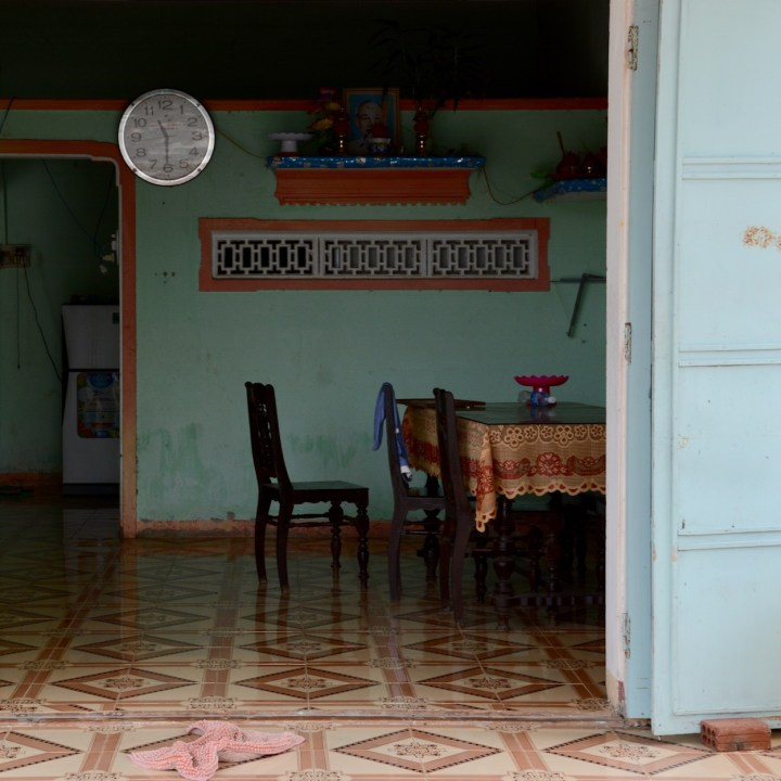 travel with kids vietnam tam than art village living room