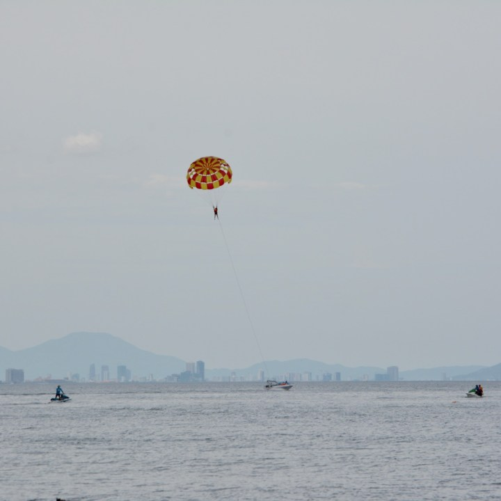 vietnam with kids an bang bike beach paraglider