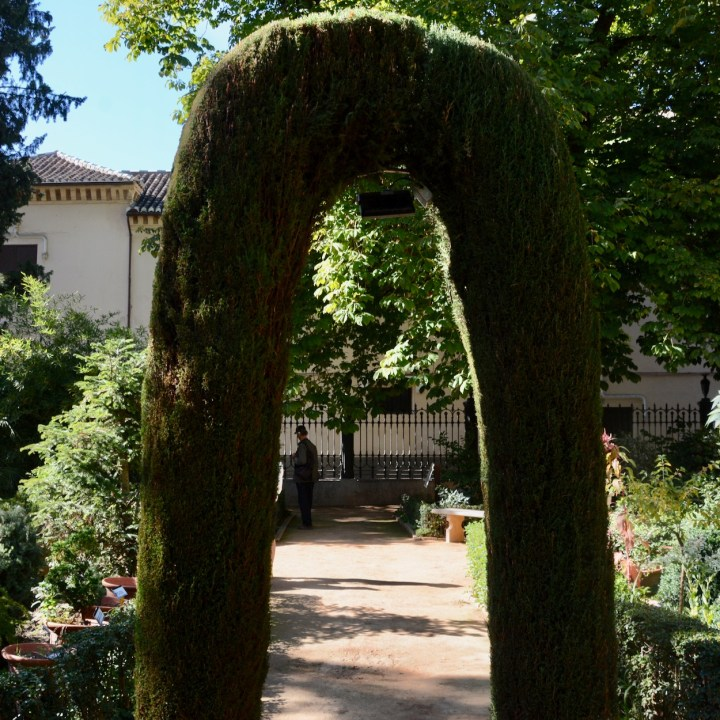 granada with kids archway