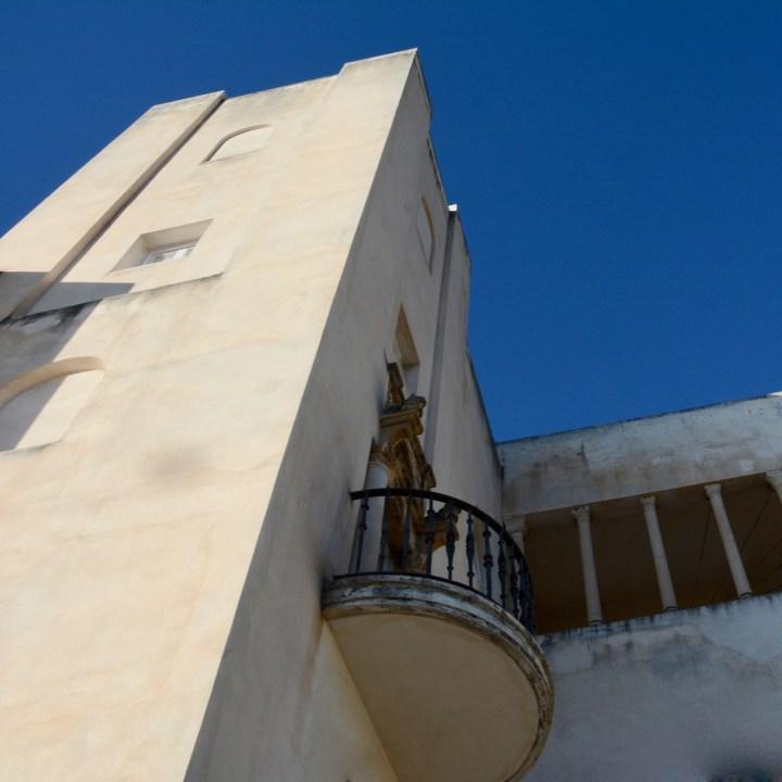 granada with kids fundacion rodriguez acosta balcony