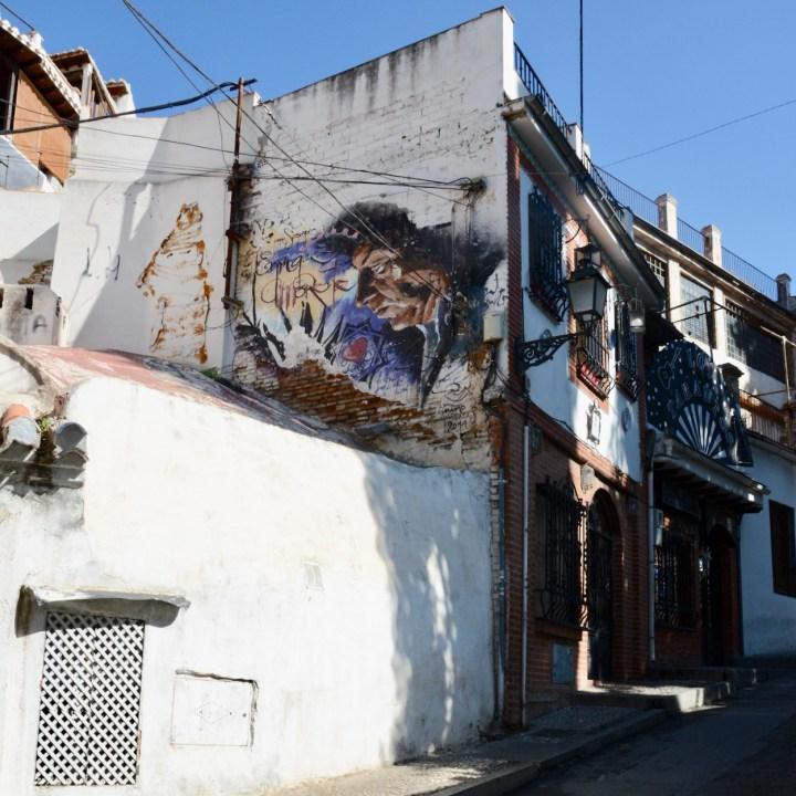granada with kids albaicin street art