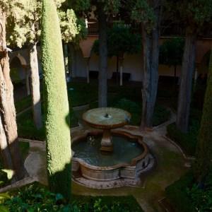 alhambra with kids nasrid palace patio