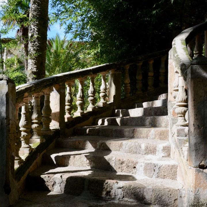 Mallorca with kids gardens alfabia stairs