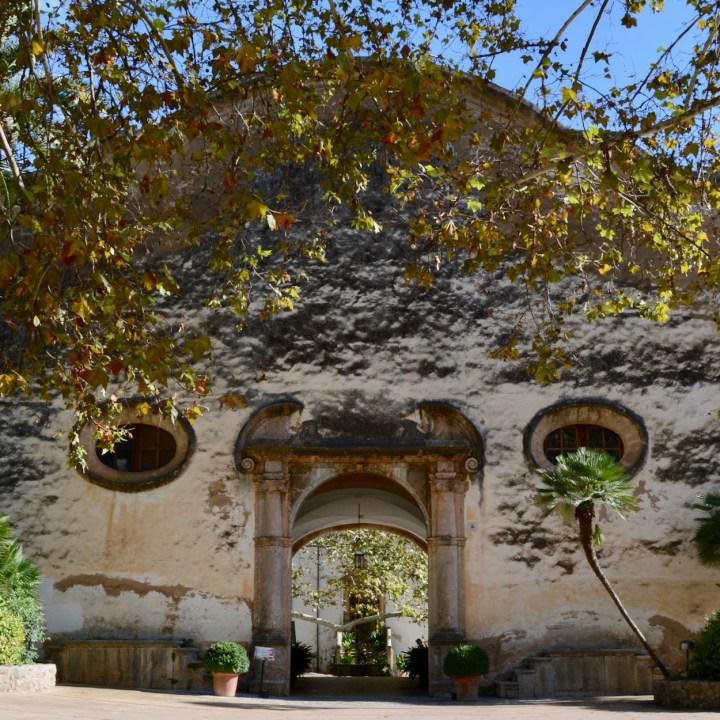 Mallorca with kids gardens alfabia gate
