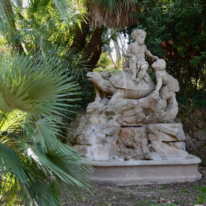 Rome with kids villa sciarra turtle statue
