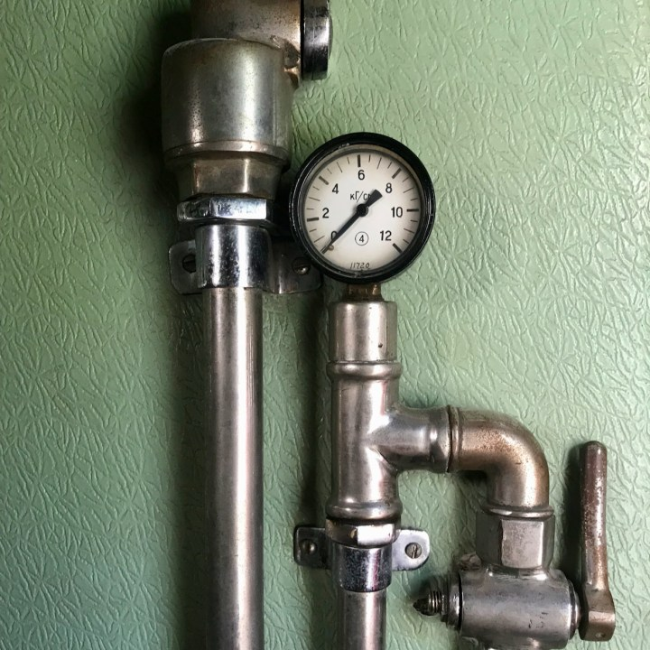 Gori Stalin Museum with kids pressure gauge