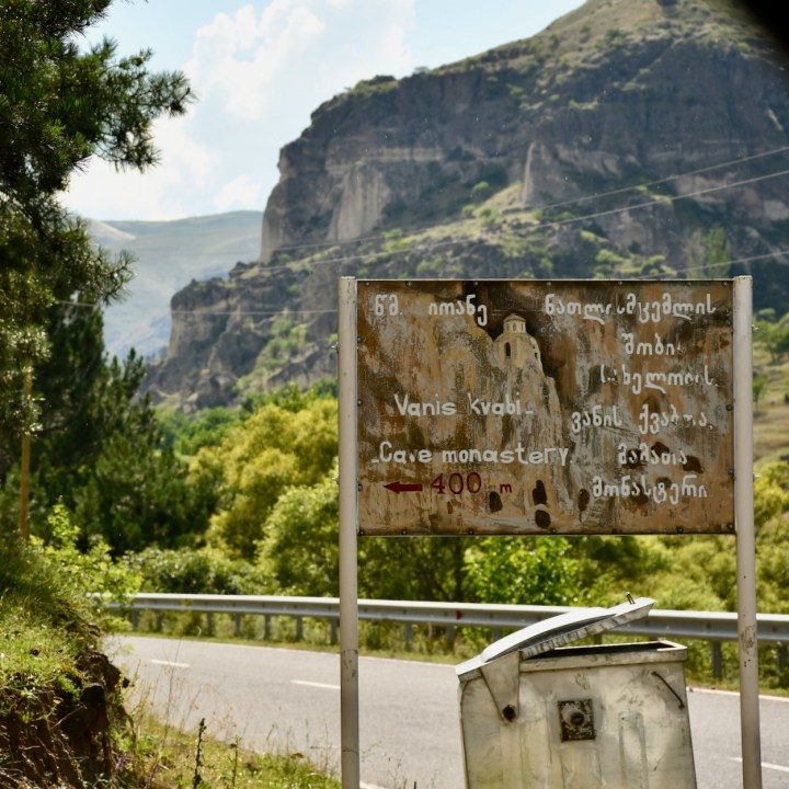 Vanis Kvabebi Cave Monastery sign post