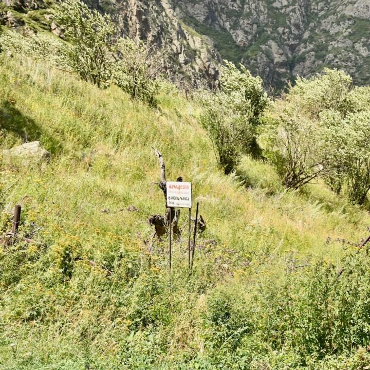Devdoraki glacier signpost