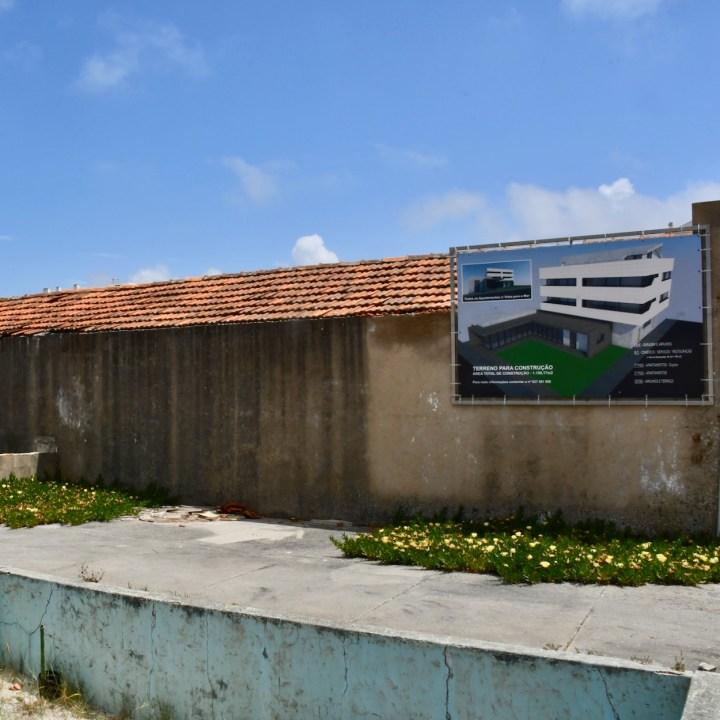 Praia da Vagueira abandoned building