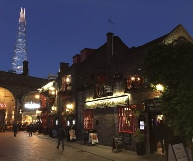Visit old pubs in London