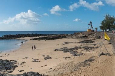 Angeschütteter Strand in Costa Teguise