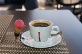 Kaffe mit Eis in Puerto Calero